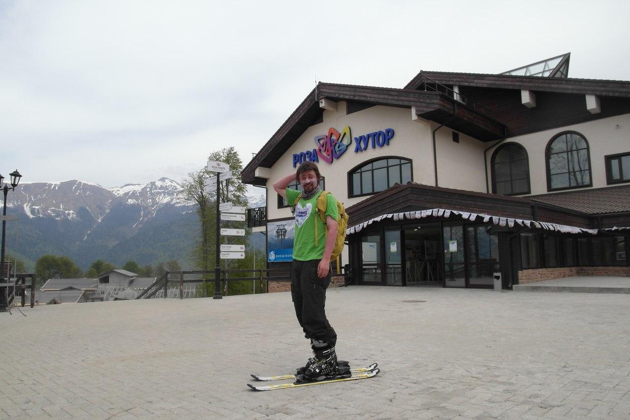 На асфальте в лыжах