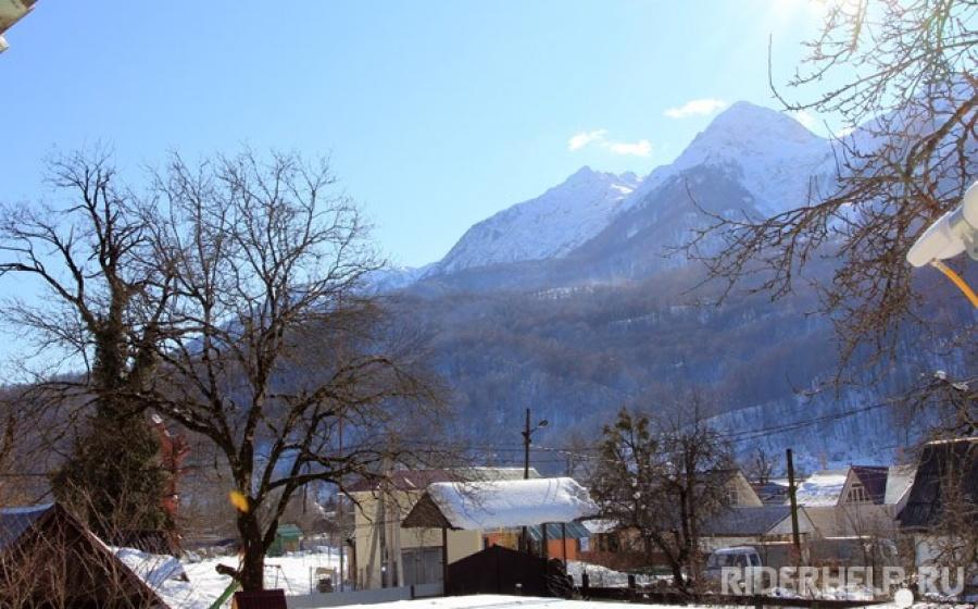 Вид  на горы с крыльца