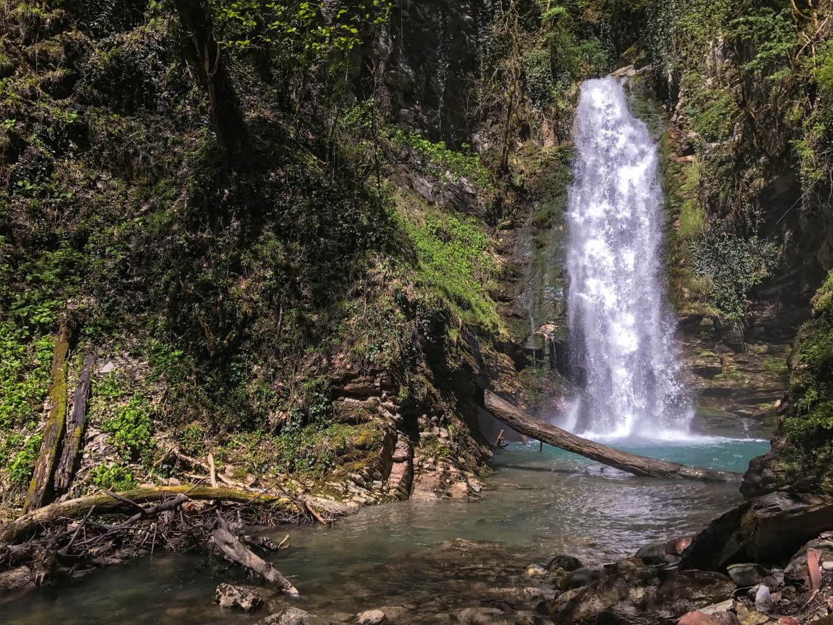 Ажек— таинственные водопады